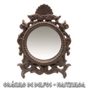 Espejo ritual de hierro