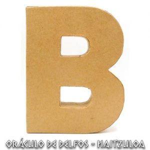 Letra B cartón piedra