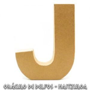 Letra J cartón piedra