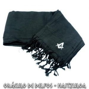 Bufanda negra compás