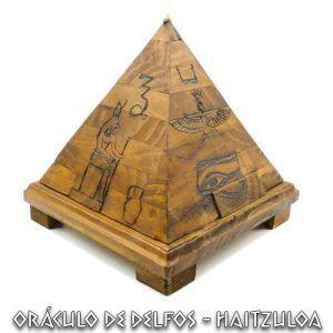 Pirámide madera carga minerales